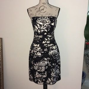 WHBM BLACK AND WHITE FLORAL COCKTAIL DRESS